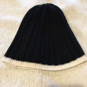 Ann Taylor Loft black ribbed hat